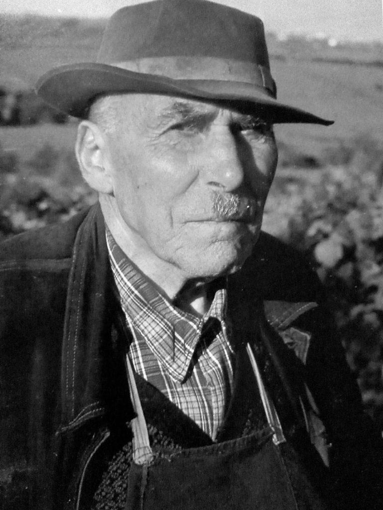 grand-père Jean en noir et blanc